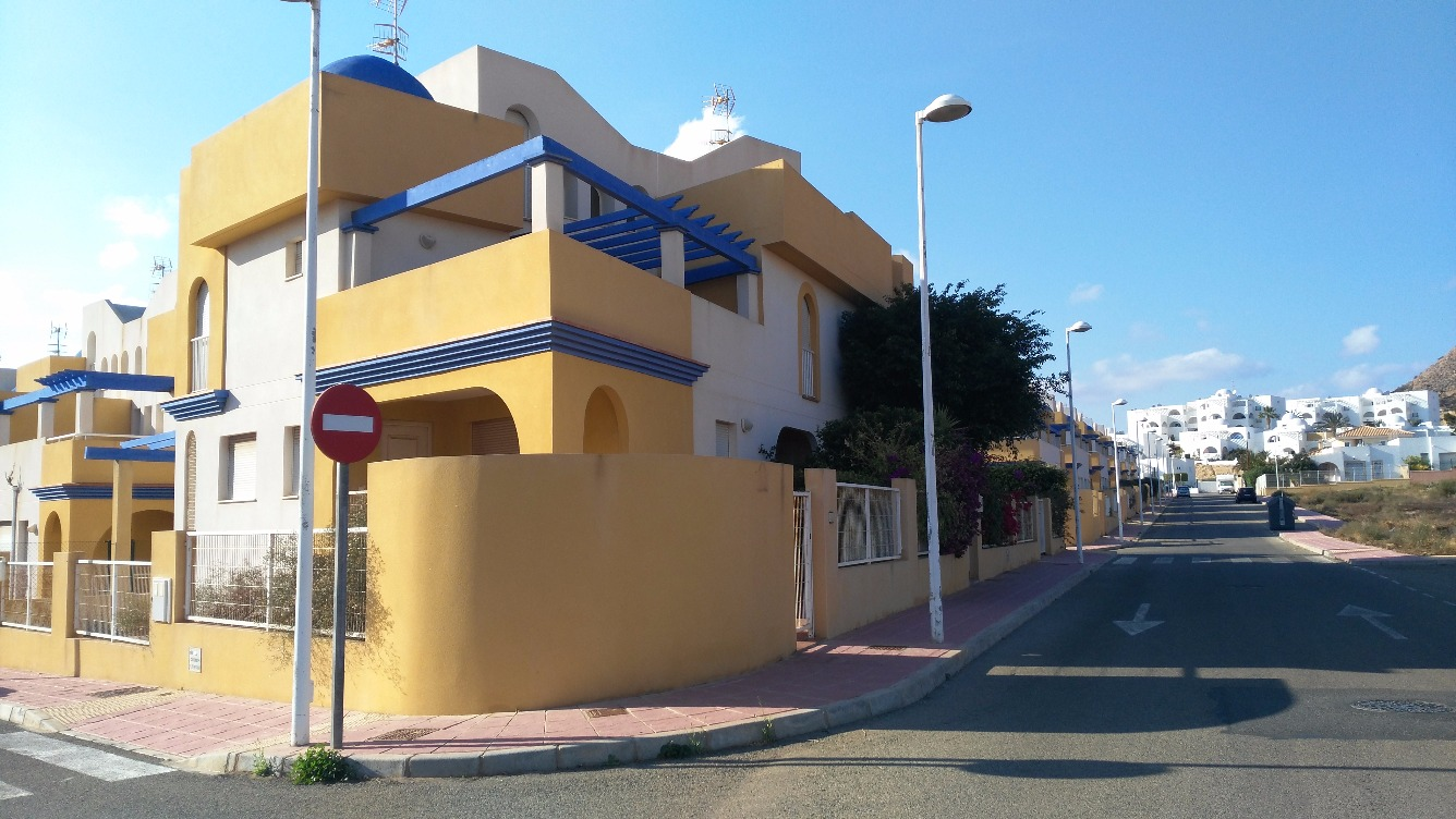 Stunning semi detached houses only 500m from the beach