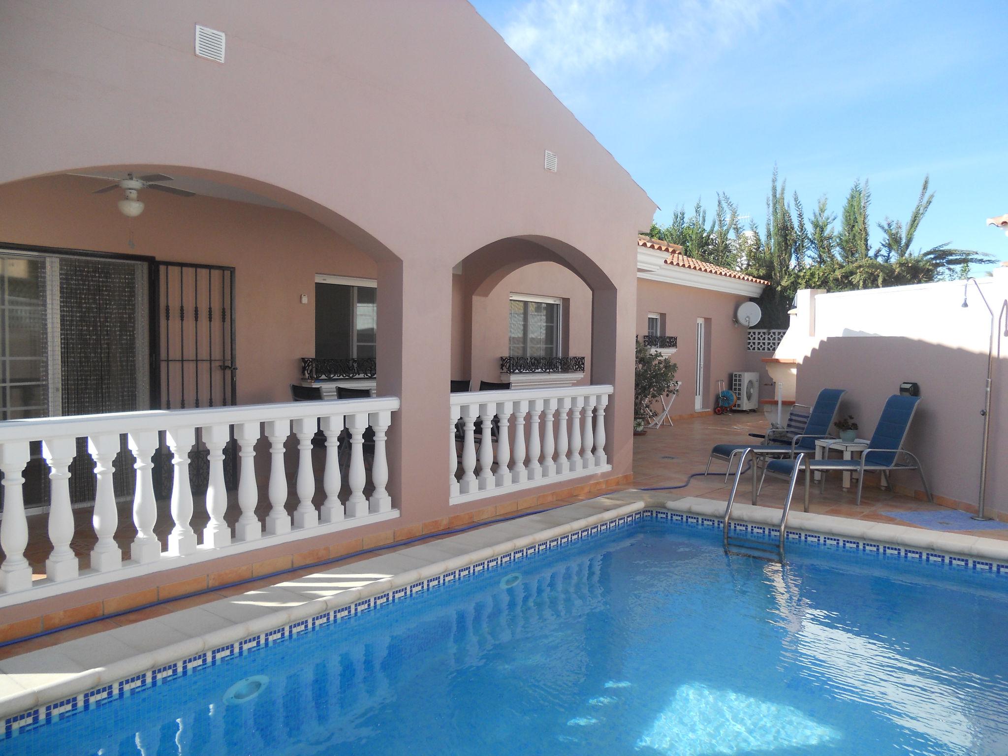 Home all spain coast properties for Apartamentos en torre del mar con piscina