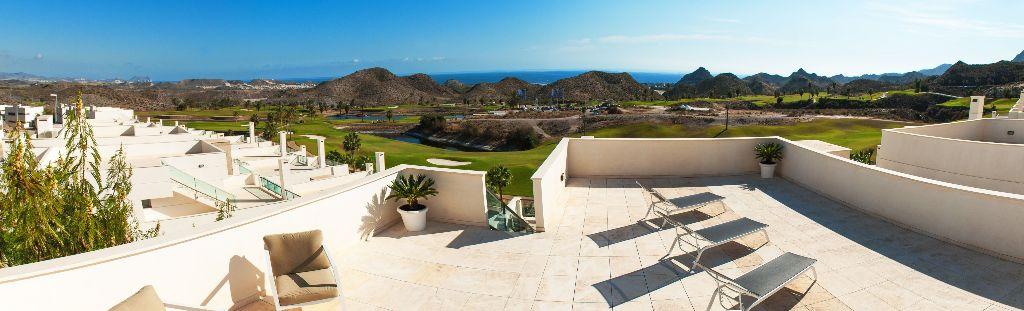 Amplios apartamentos vistas al mar y golf