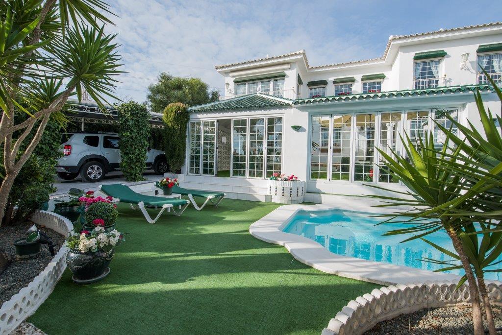 Luxueuse maison avec une vue fantastique sur la mer