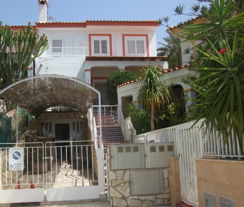 Duplex cerca de playa y vistas al mar
