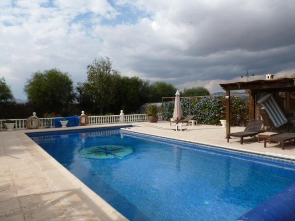 Magnificent 365m2 Country house with swimming pool