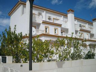 Magnifica casa pareada en esquina a lado del mar